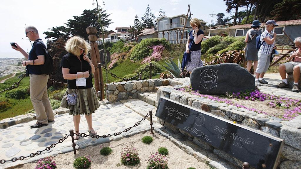 Pablo Neruda ska begravas igen vid sitt hem i Isla Negra. Foto: TT.