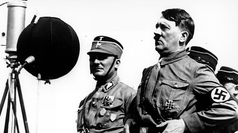 Adolf Hitler bei einer Rede in Kiel 1933. Schweden distanzierte sich spät von ihm( Foto: TT/AP)