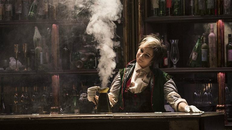 Miriam Treichl som Niklaus i Hoffmanns äventyr i regi av Linus Fellbom. Fotograf: Mats Bäcker