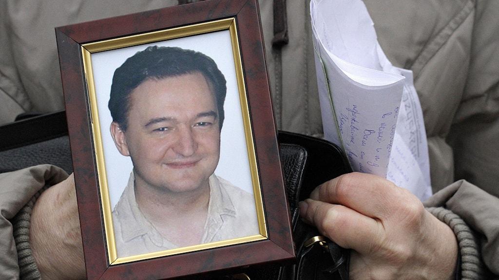 Demonstration efter den ryske advokaten Sergej Magnitskijs död 2009. Foto: AP Photo/Alexander Zemlianichenko