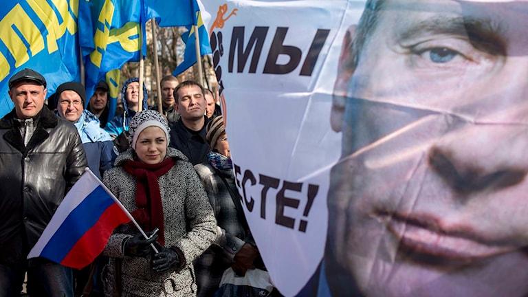 En demonstration i Simferopol på måndagen den 16 mars inför ettårsdagen av annekteringen av Krim. Foto: AP Photo/Mikhail Mordasov/TT