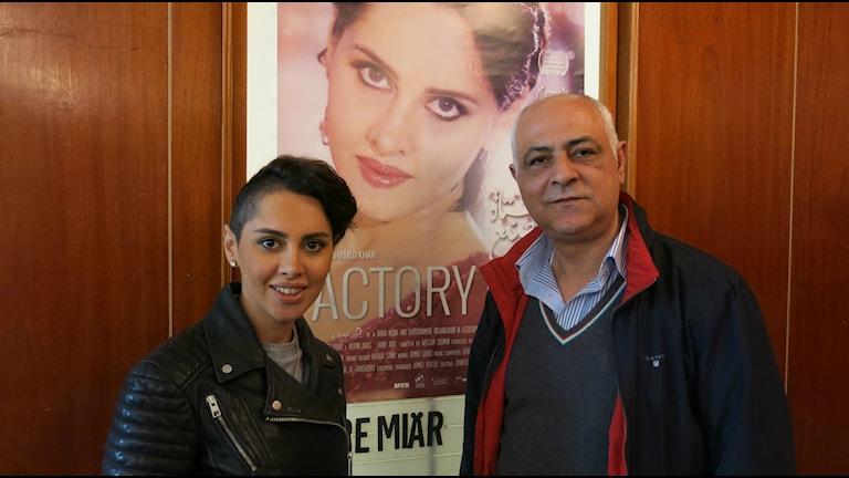 Yasmin Raeis som spelar huvudrollen i Factory Girl och Mouhamad Keblawi, som grundat distributionsbolaget ACIS,  Arab Cinema In Sweden. Foto: Björn Jansson/Sveriges Radio.
