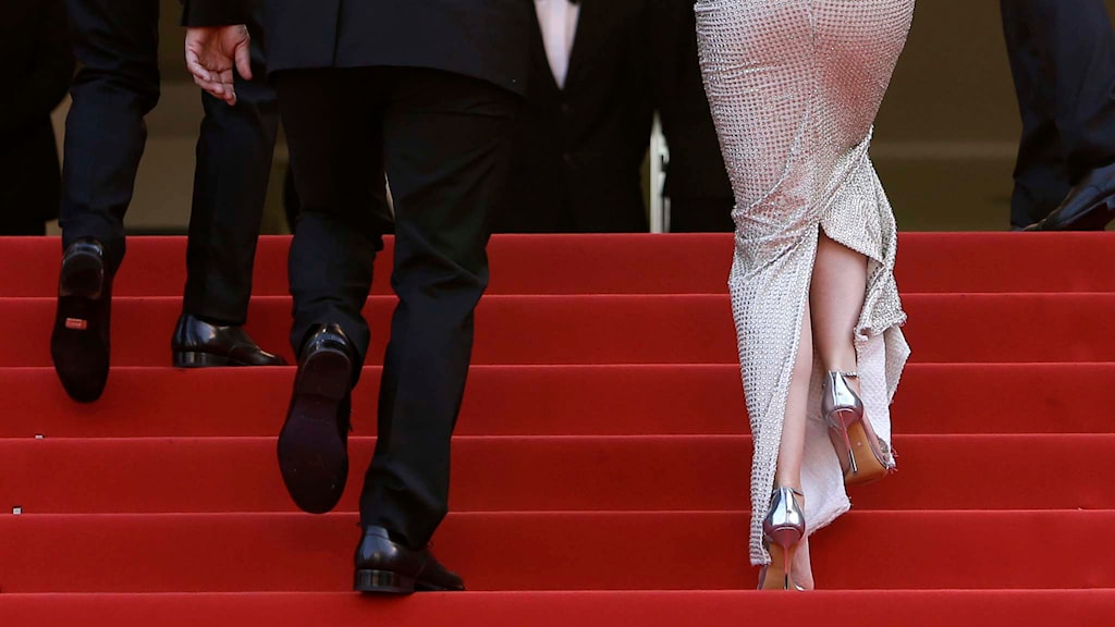 Flatgate! Emily Blunt, som själv kritiserat höga klackar-kravet, på röda mattan. Foto: AP Photo/Lionel Cironneau