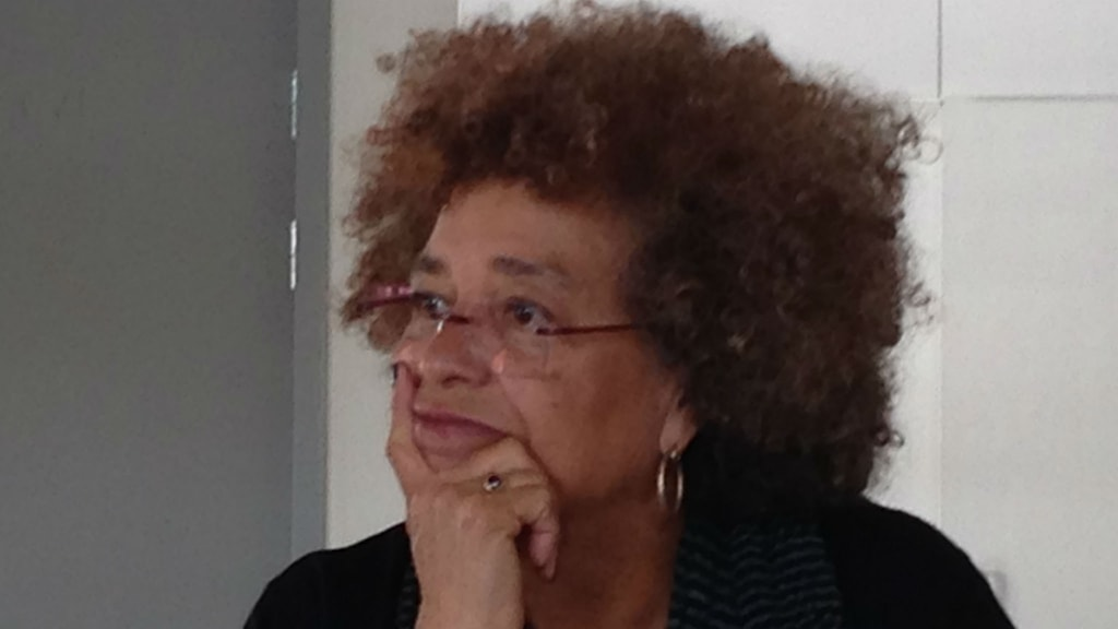 Professorn och människorättsaktivisten Angela Davis svarar på frågor. Foto: Maria Georgieva