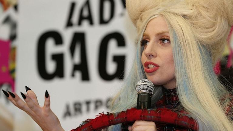 Lady Gaga talar.