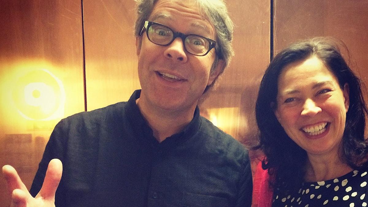 Författaren Jonathan Franzen med Marie Lundström. Foto: SR