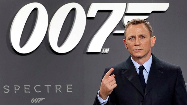 """Daniel Craig (James Bond) på ett event för nya """"Spectre"""". Foto: AP Photo/Michael Sohn"""