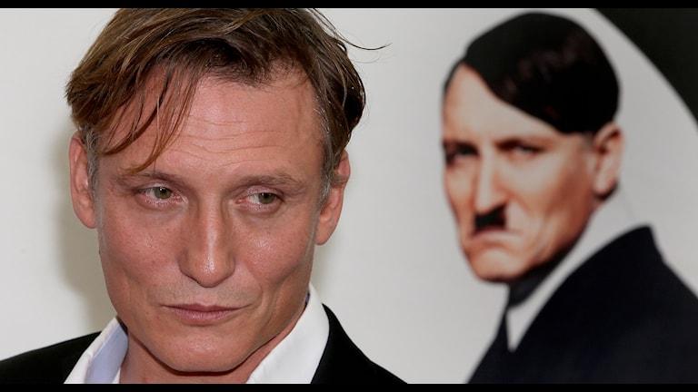 """Filmen """"Er ist wieder da"""" - Han är tillbaka. Pressbild: Michael Sohn/AP/TT."""