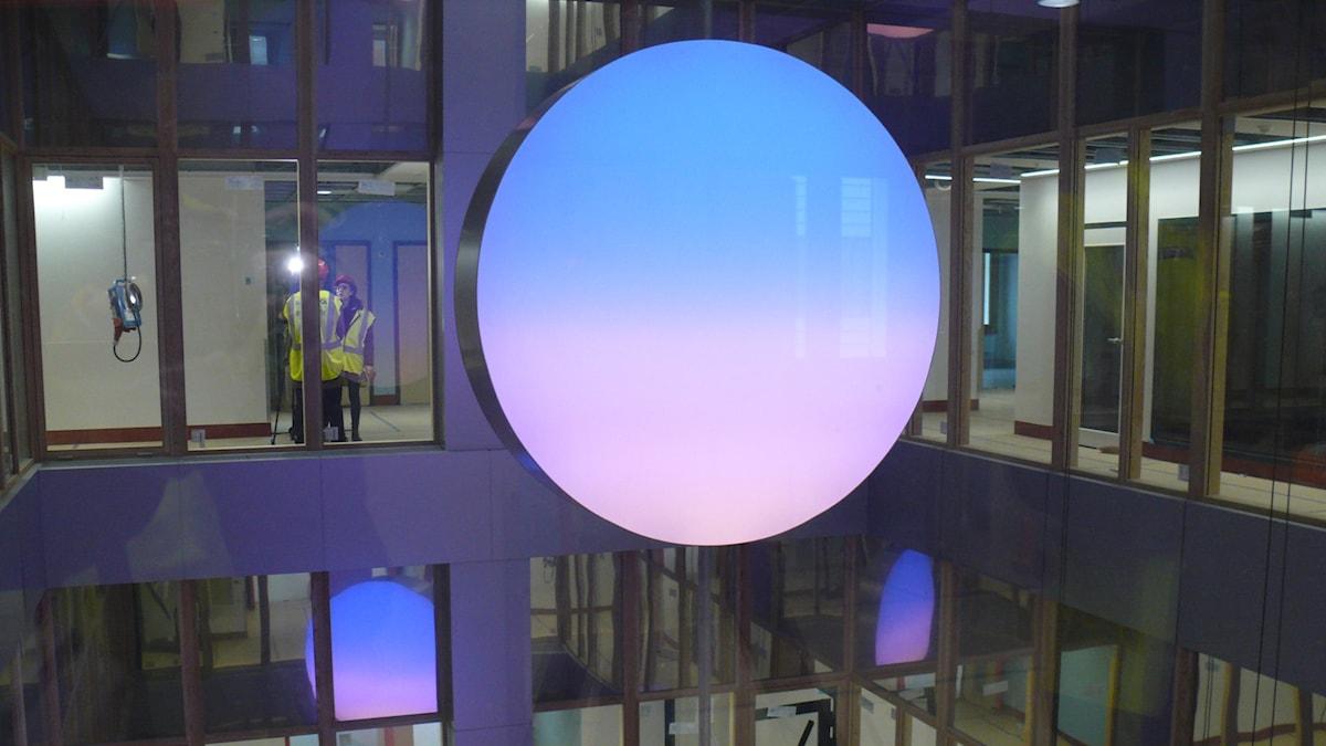 Astrid Kroghs ljustavlor med ständigt skiftande himmelsljus visades i dag på Nya Karolinska. Foto: Karsten Thurfjell/Sveriges Radio