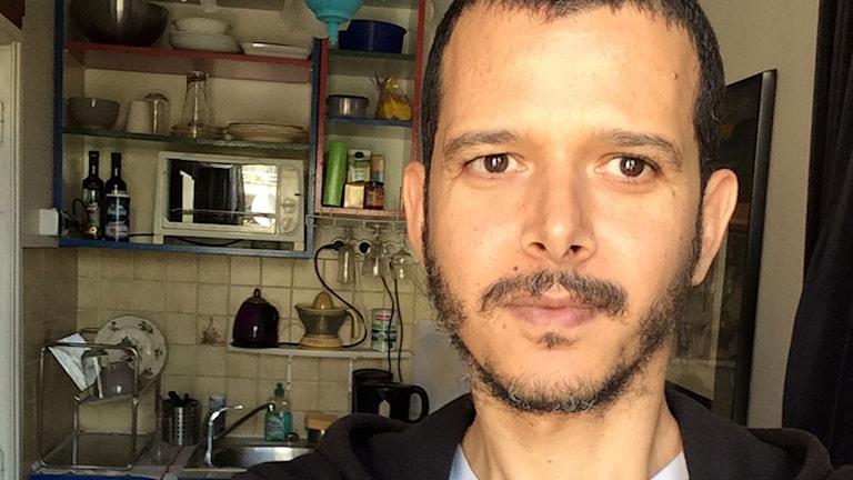 Selfie av den marockanske författaren Abdellah Taïa, som bor i stadsdelen Belleville i Paris. Foto: SR
