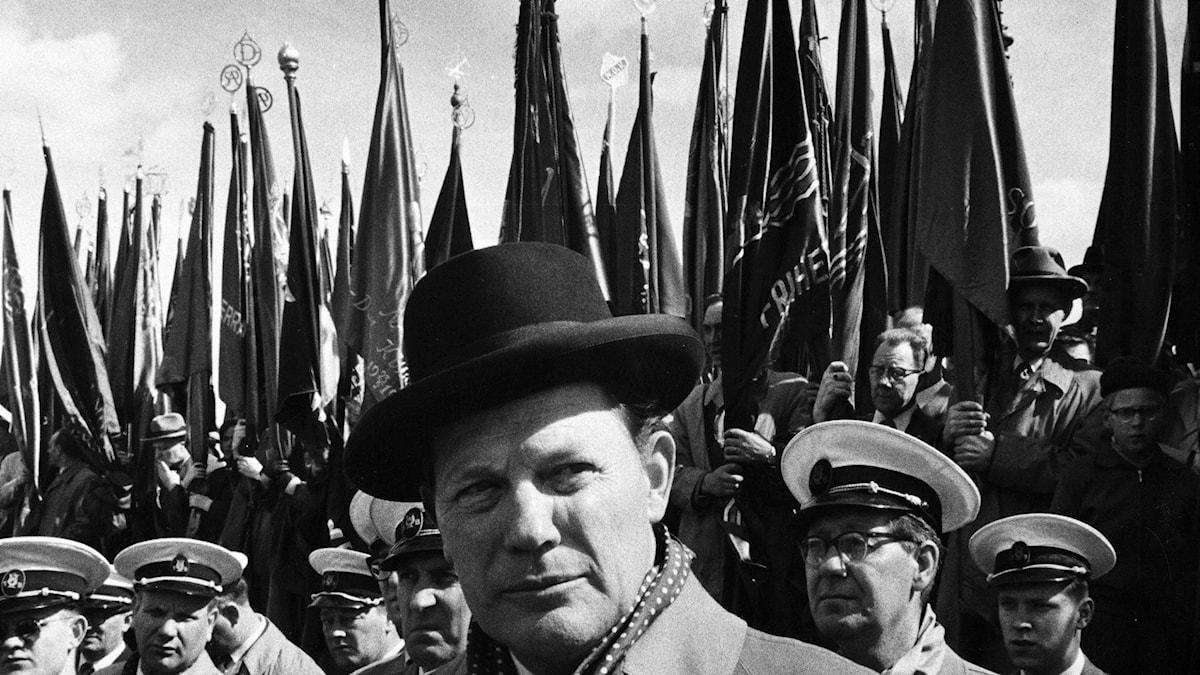 Harry Martinson talar på 1 maj 1958. Foto Jan Ehnemark/TT.