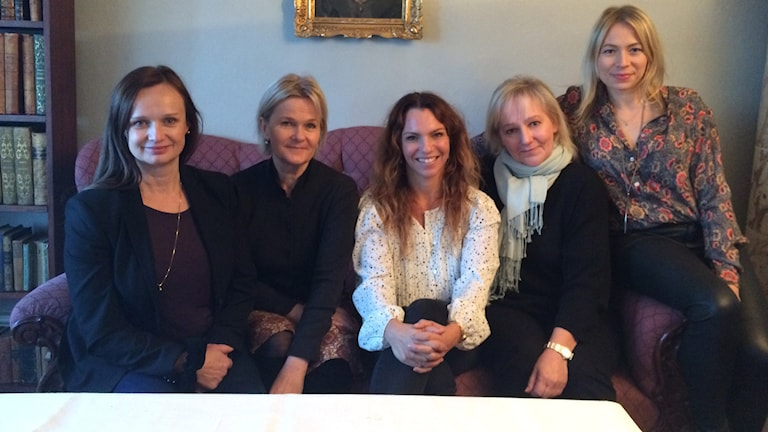 Maria Kulle, Sissela Kyle, Sofia Ledarp, Lena T Hansson och Frida Hallgren kan ses i Fröken Frimans krig. Foto: Björn Jansson/Sveriges Radio