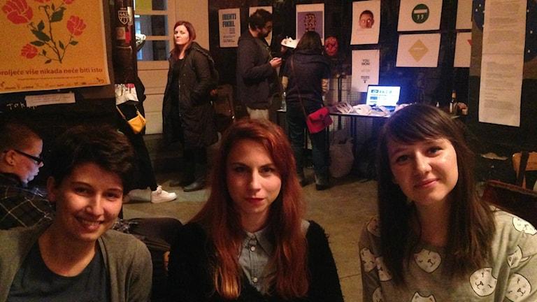 Redaktionen webbtidningen Libella: Anna Bacus, Svetlana Knezevic. Bild: Maria Georgieva/SR