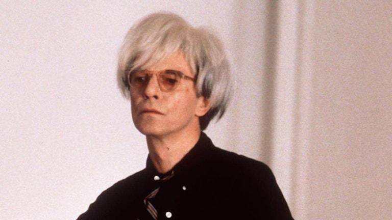 """David Bowie som Andy Warhol i filmen """"Basquiat"""", av Julian Schnabel,1996. Foto: AP/TT."""