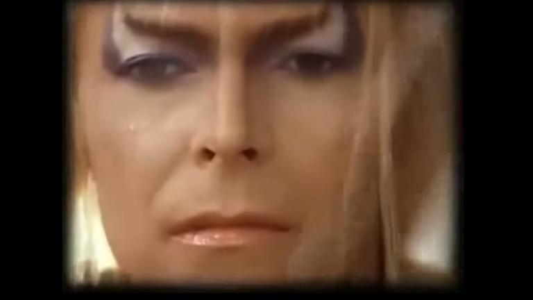 "David Bowie i ""Labyrinth"" av Jim Henderson, 1986. Bild: Skärmdump Youtube."