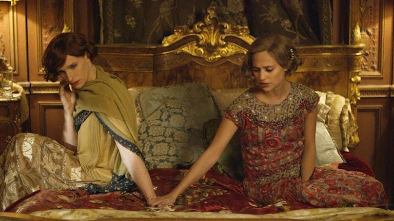 """Från filmen """"The Danish Girld"""". Eddie Redmayne och Alicia Vikander. Foto: AP/TT."""