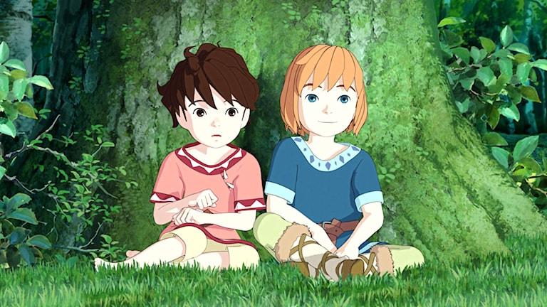 Laura Jonstoij Berg som Ronja och Leon Pålsson Sälling som Birk i Studio Ghiblis Ronja Rövardotter på SVTs Barnkanalen Foto: Studio Ghibli