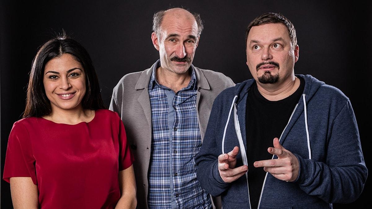 Mona Masri, Måns Hirschfeldt och Roger Wilson programleder P1 Kultur. Foto: Micke Grönberg/SR