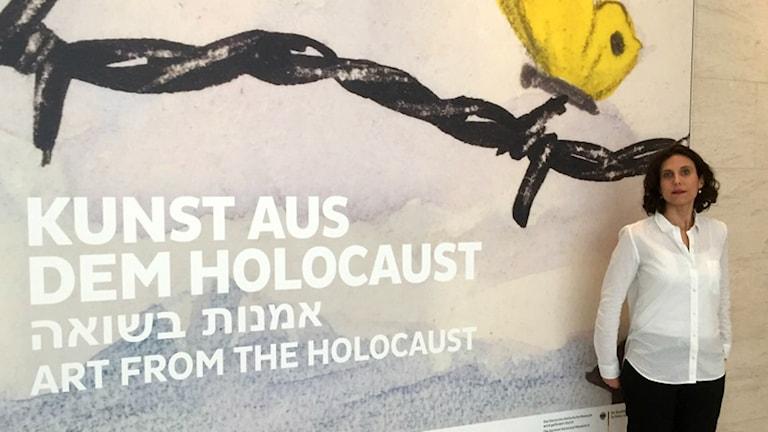 Eliad Moreh-Rosenberg är ansvarig för utställningen Konst från Förintelsen på Historiska muséet i Berlin. Foto: Daniela Marquardt/SR