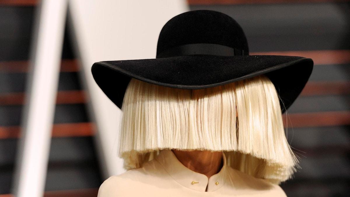 Låtskrivaren och sångerskan Sia. Foto: AP/TT.