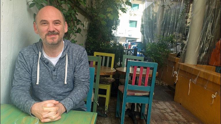 Fadi Baki, redaktör för seriemagasinet Samandal i Libanon. Foto Alexandra Sandels/SR
