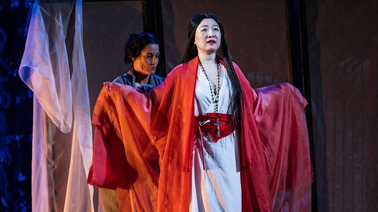Från vänster: Katarina Giotas, Jung Nan Yoon - foto: Mats Bäcker