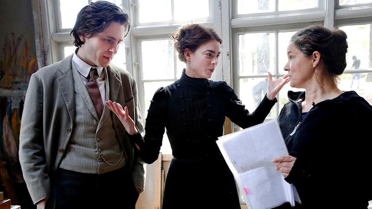 Skådespelarna Sverrir Gudnason och Karin Franz Körlöf och regissören Pernilla August. Foto: Linn Malmén/TT.