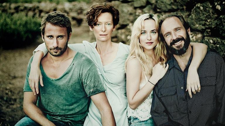 Matthias Schoenaerts, Tilda Swinton, Dakota Johnson och Ralph Fiennes i A bigger splash. Foto: Paolo Roversi.