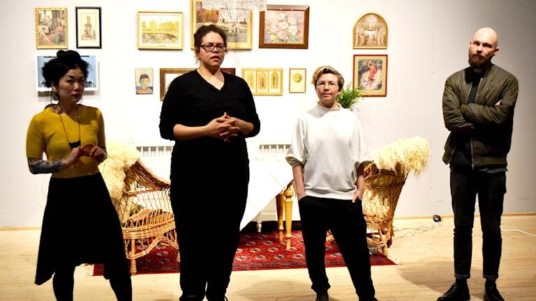 Fyra av konstnärerna bakom The White House. Foto: Peter Öberg, Sveriges Radio.