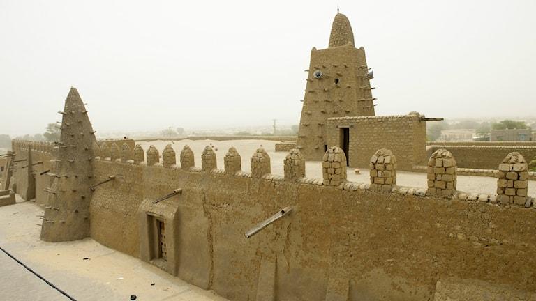 Djinguerebermoskén i Timbuktu klarade sig från grov förstöre. BILD: TT/Henrik Montgomery