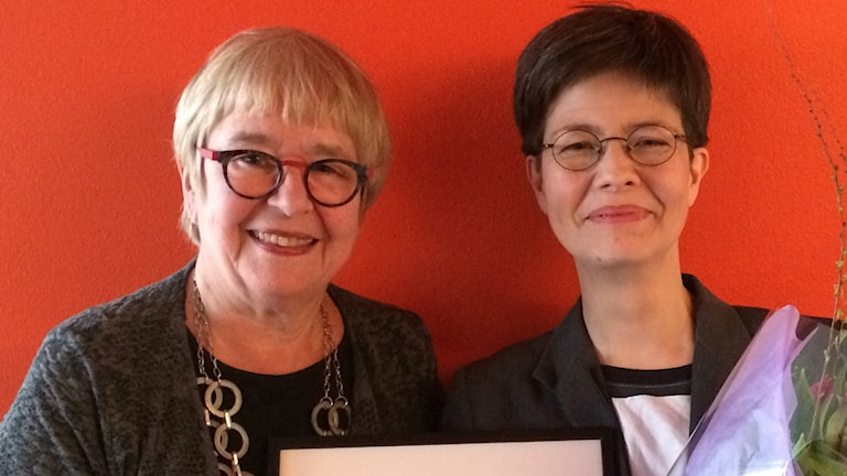 Kerstin M Lundberg (t.v) och Yukiko Duke (t.h) vid dagens prisutdelning. Foto: Sveriges Radio.