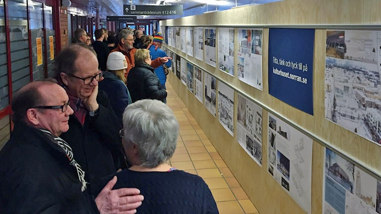 Utställning i Skellefteå av 55 kulturhusförslag. Foto: Magnus Bergner, Sveriges Radio.