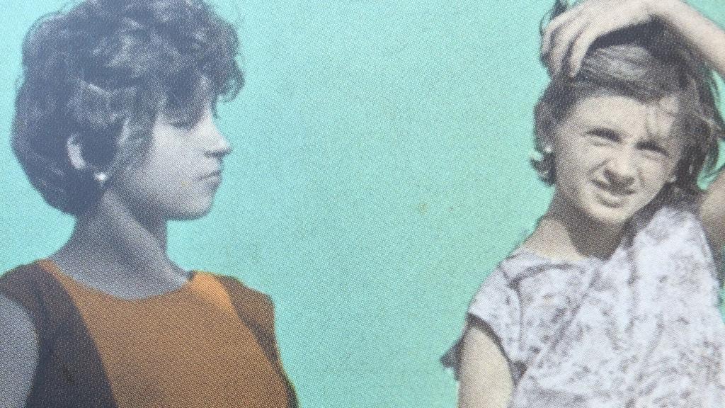 """Från omslaget till den svenska utgåvan av Elena Ferrantes """"Min fantastiska väninna""""."""