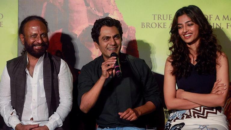 Regissören Ketan Mehta tillsammans med skådespelarna Nawazuddin Siddiqui och Radhika Apte.