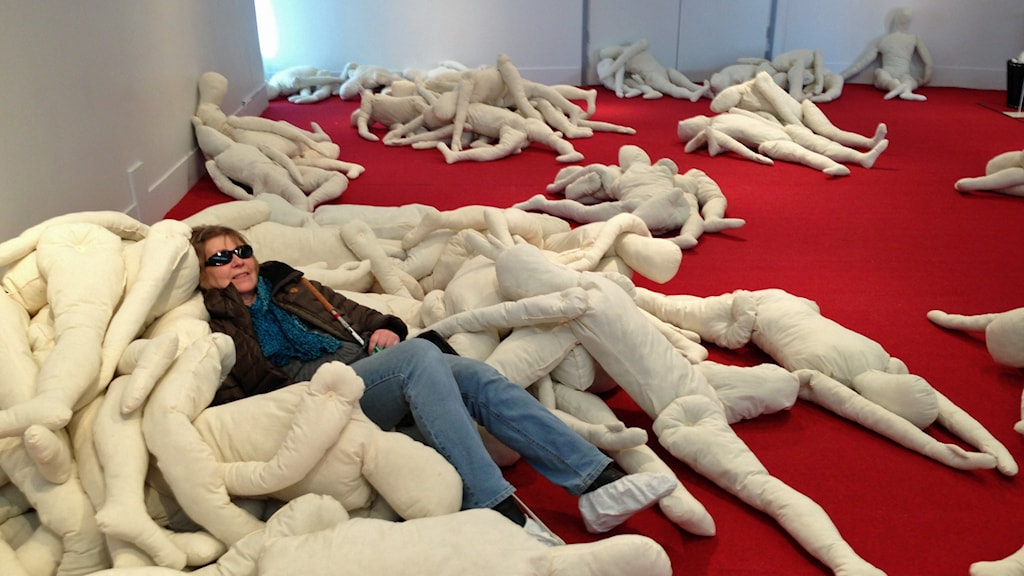 Karin Sundbaum i Pilar de Burgos verk Nature Morte, Kulturens Hus Luleå.