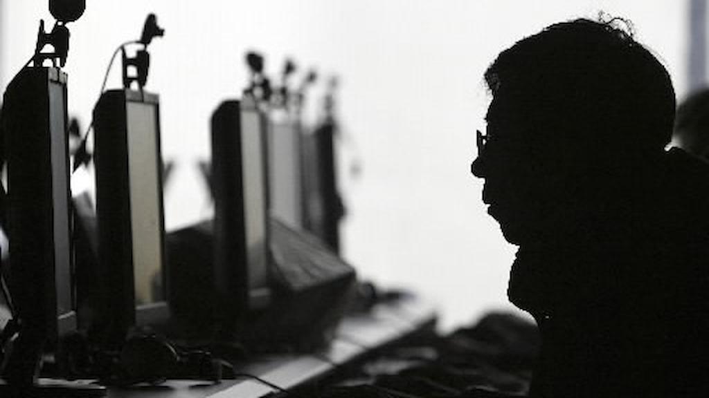 Spelande kineser såg skärmarna slockna framför ögonen när myndigheterna drog ur sladden. Foto: AP