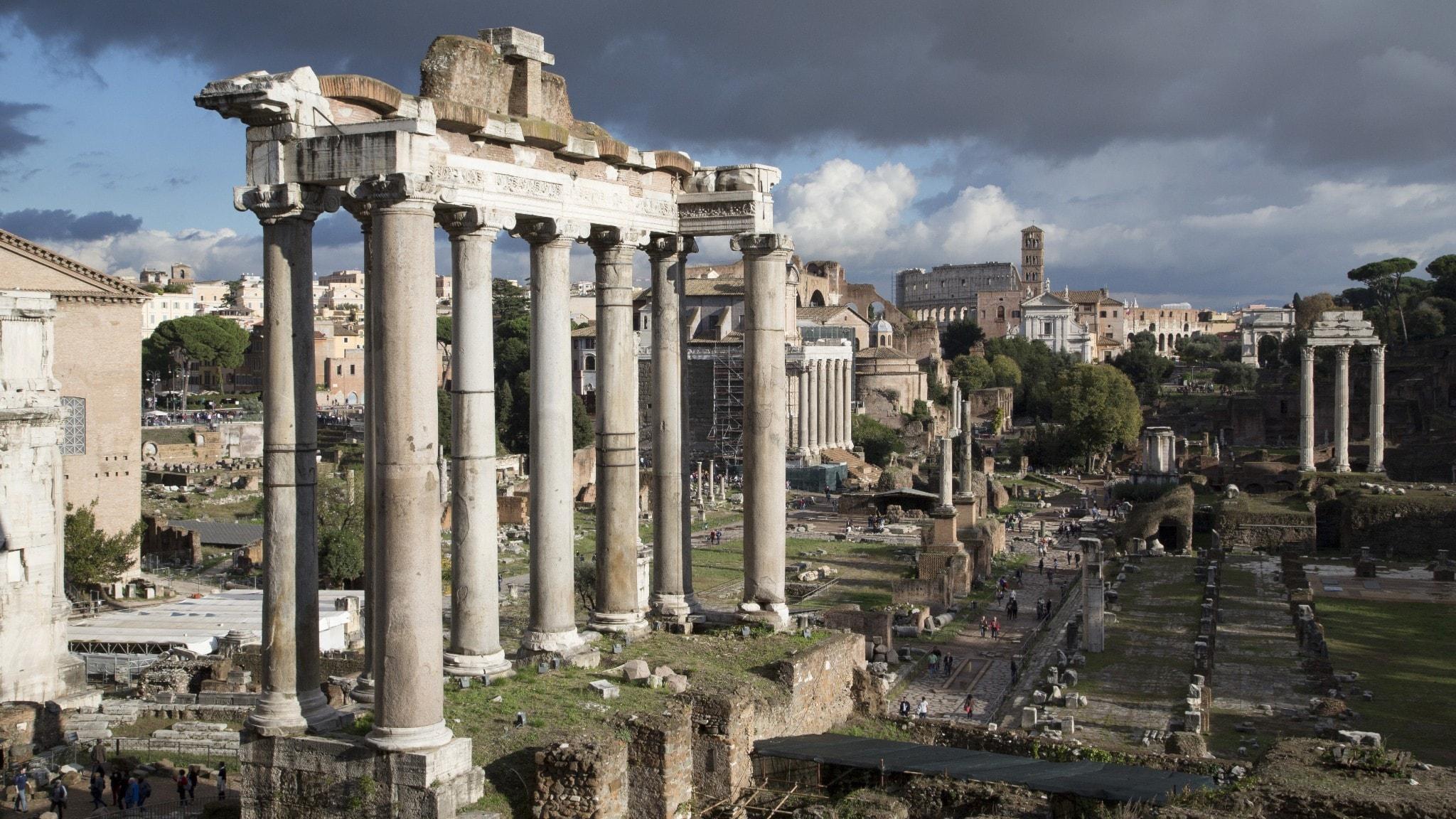 Forum Romanum var det antika Roms kommersiella, politiska och religiösa centrum.