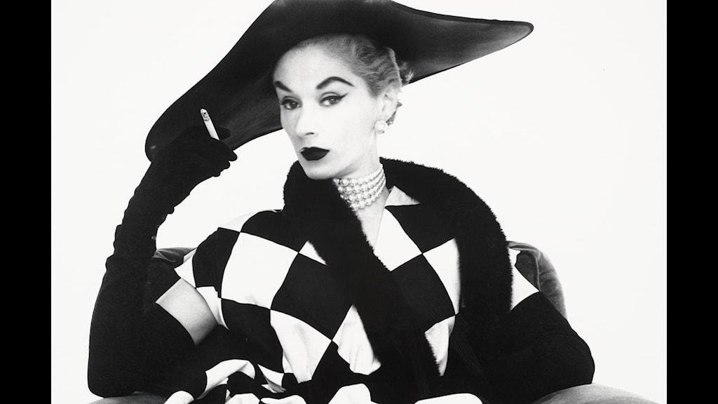 Harlequin_Dress_Lisa_Fonssagrives-Penn_NY_1950-® Cond+® Nast