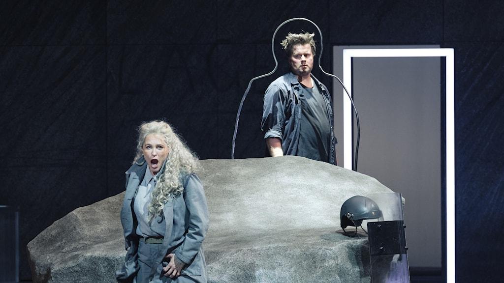 Föreställningsbild Göteborgsoperan - Siegfried av Wagner. Ingela Brimberg (Brünnhilde) och Daniel Brenna (Siegfried)