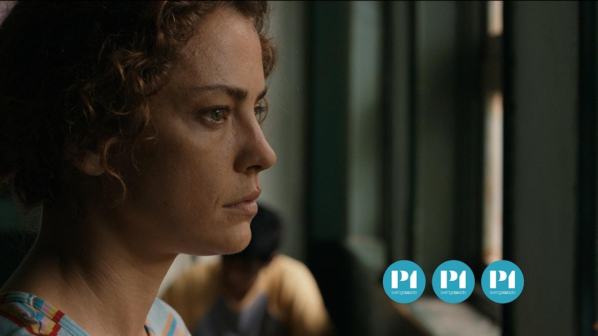 Dolores Fonzi spelar Paulina.
