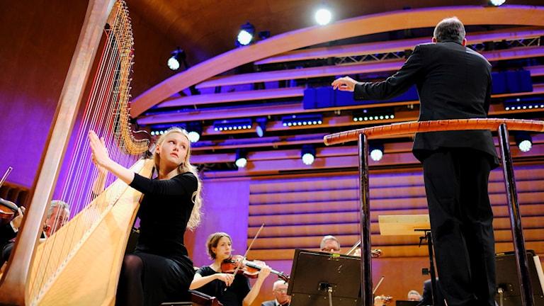 Vinnaren av 2018 års Polstjärnepriset Johanna Ander Ljung, Göteborgs symfoniker och dir Rumon Gamba. Foto: Olle Gustafsson.