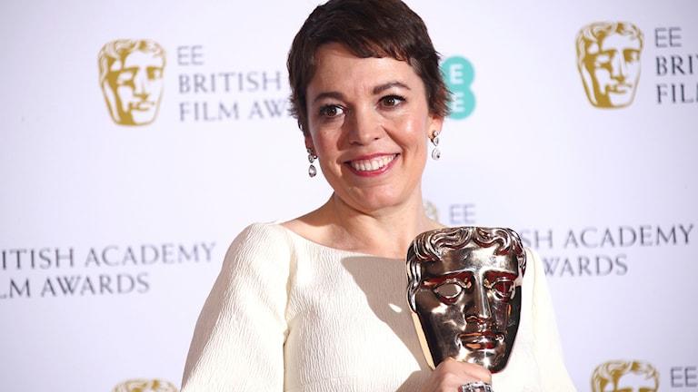 """Olivia Colman med priset för bästa kvinnliga huvudroll """"The Favourite""""."""