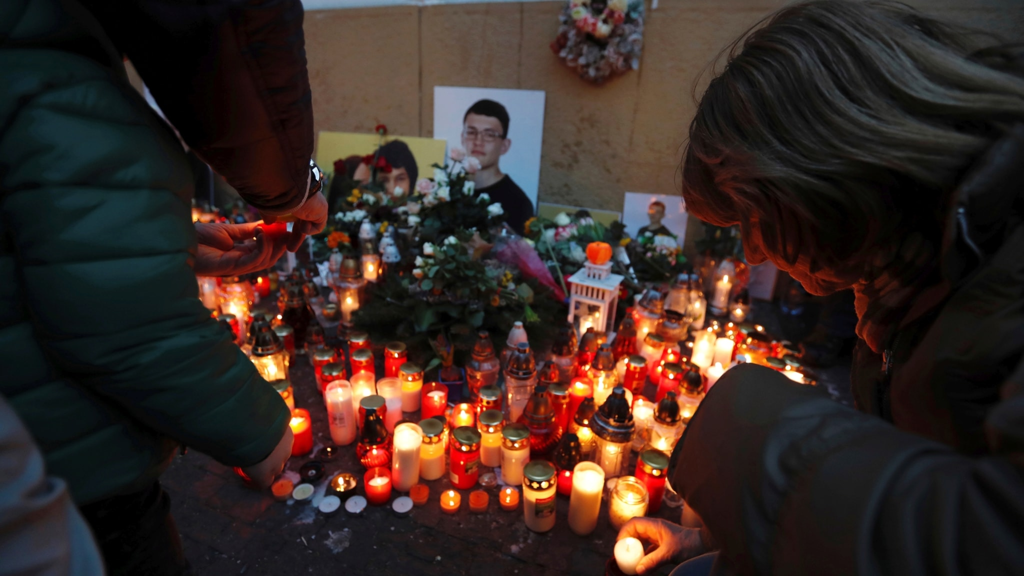 Ljusmanifestation till minne av journalisten Ján Kuciak.