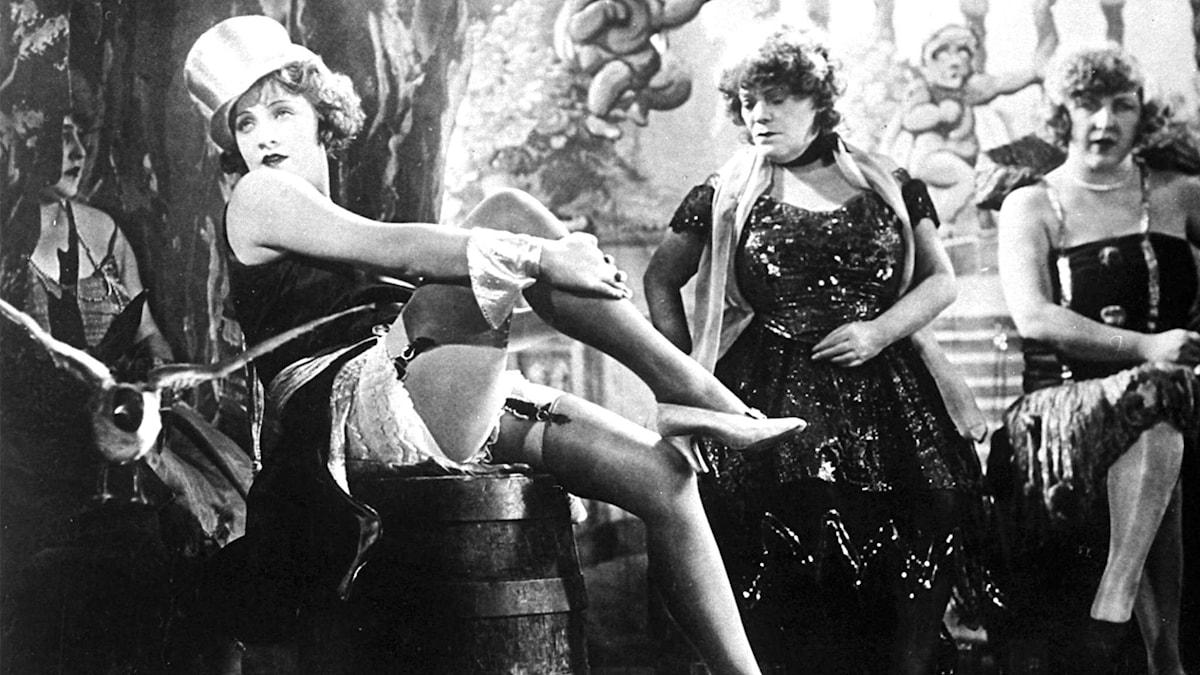 Marlene Dietrich som kabarésångerskan Lola  Foto: Scanpix