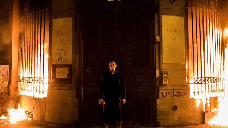 Pjotr Pavlensky när han 2017 satte eld på den franska centralbanken.