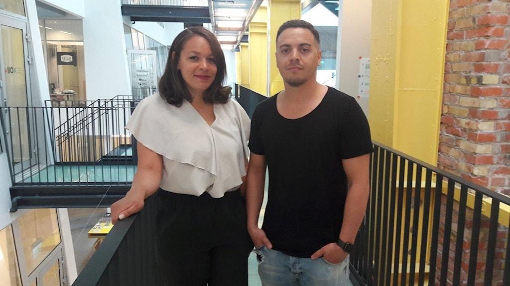 Imad Ibrahim och Natalie Lameri utanför sitt kontor på Media Evolution City i Malmö.