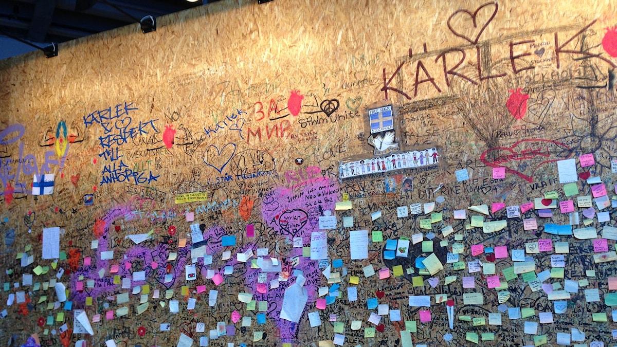 Minnesväggen efter terrorattantatet i Stockholm