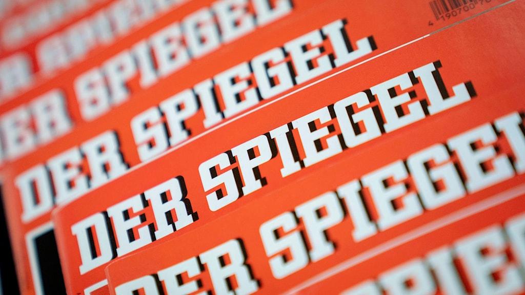 En prisbelönt reporter har i flera år fabricerat reportage på tidskriften Der Spiegel.