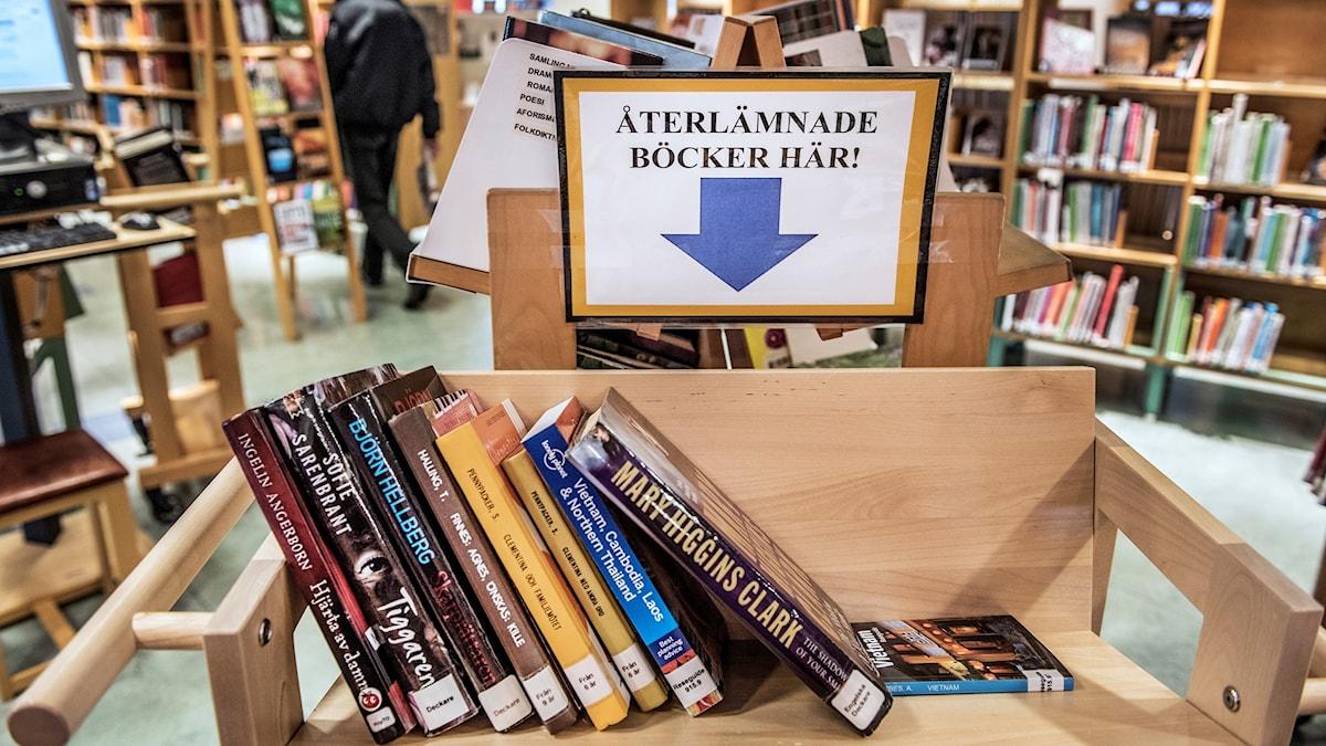 Böcker som lämnats tillbaka.
