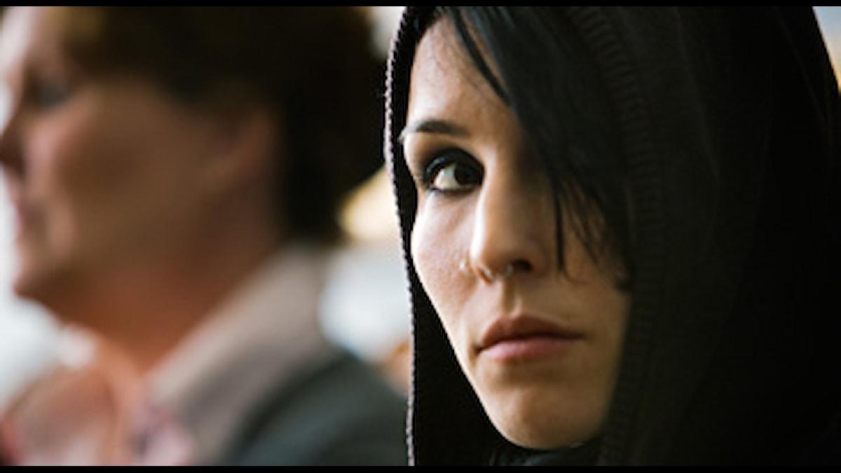 Noomi Rapace spelar Lisbeth Salander i filmatiseringen av Stieg Larssons Män som hatar kvinnor. FOTO: Knut Koivisto